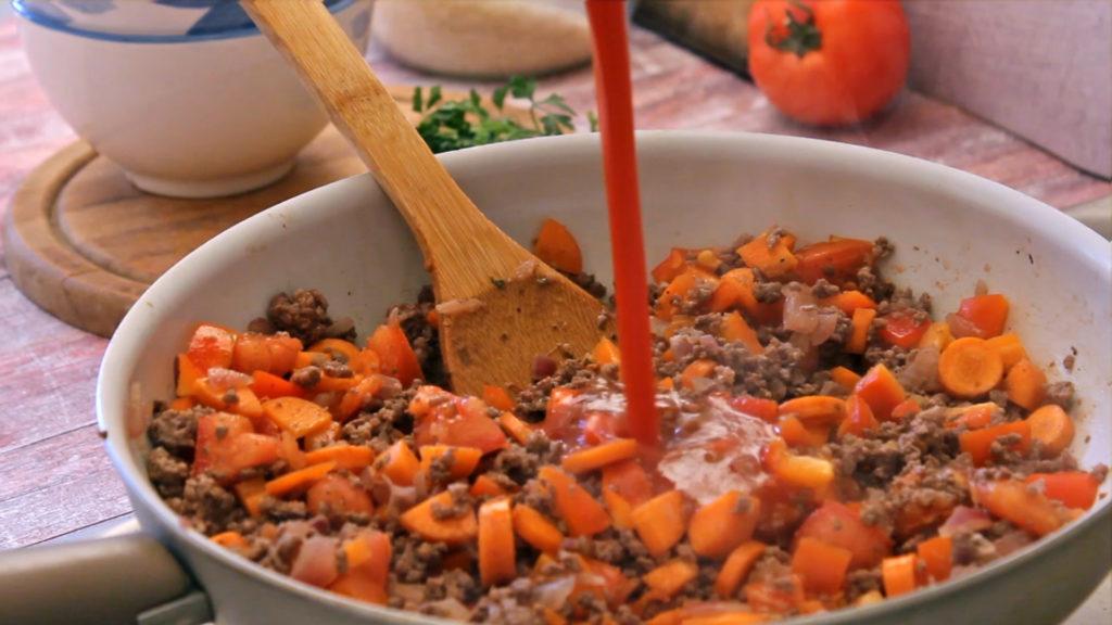 bolonjeze sos sa goveđim mesom i povrćem, ragu sos, paradajz sos
