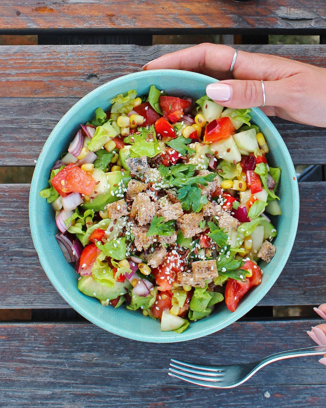 Vitaminska obrok salata sa avokadom